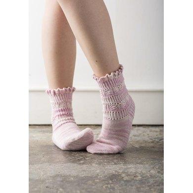 Gestrickte Socken mit Rüschen